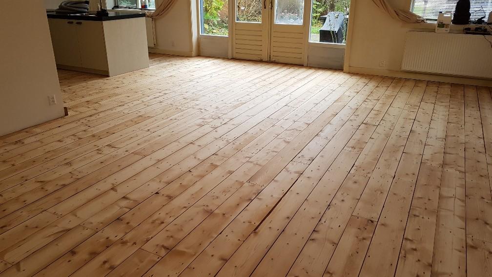 Grenen houten vloer schuren lakken postmus parket