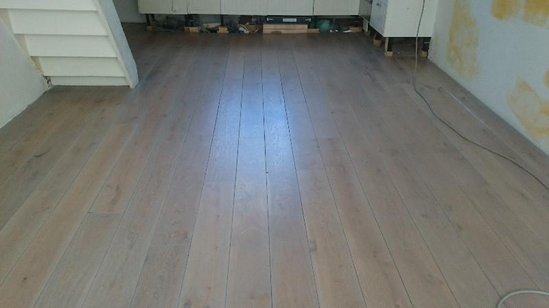 Eiken vloer laten schuren grey wash postmus paarket groningen