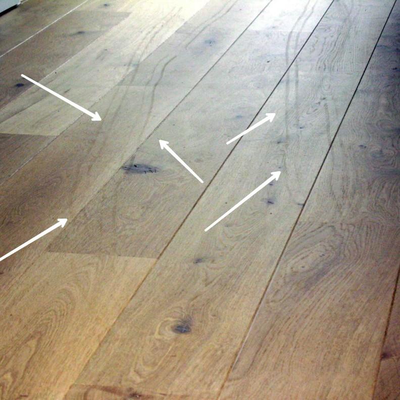 Schuifsporen van zwaarmeubilair van een net afgewerkte vloer